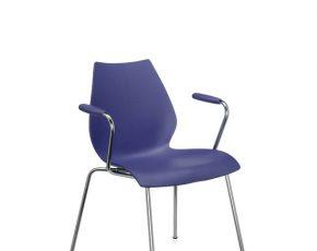 Kartell maui stoel met armleuning blauw